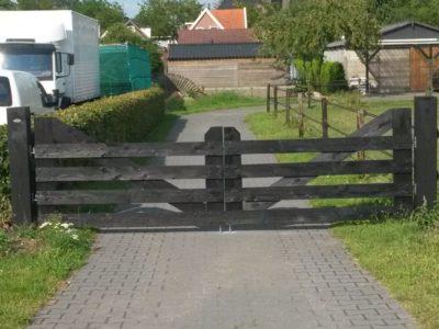 Houten landelijke toegangspoort
