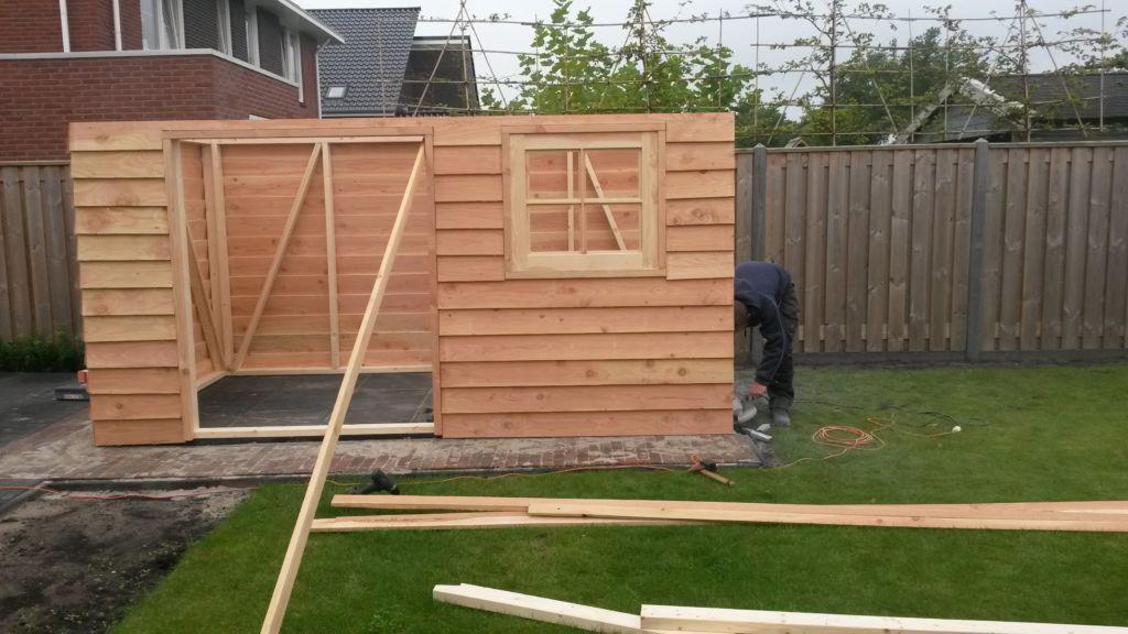 Aanbouw van Douglas houten tuinschuur in Musselkanaal