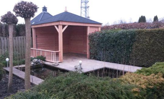 Lariks houten veranda met shingels puntdak Stadskanaal